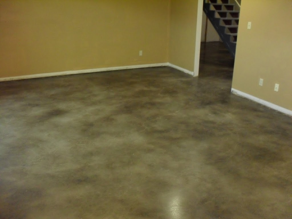 Des plaines basement flooring des plaines basement for Stained polished concrete floor