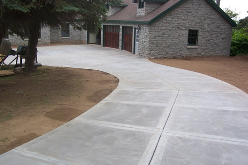 Concrete Driveway Design Ideas i like the large squares and the different shades between them i also like the concrete drivewaysdriveway ideasstamped Tradt Cali Stryle Drive